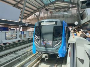 """เฮ! BEMตรึงค่าโดยสารรถไฟฟ้า MRTช่วยลดภาระ ปชช.ถึงสิ้นปี """"ศักดิ์สยาม"""" ชง ครม.วันนี้"""