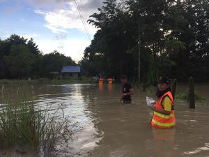 ระยองยังอ่วม! ฝนหนักลมแรงคืนที่ผ่านมา ทำหลายหมู่บ้านเมืองระยองถูกน้ำป่าหลากเข้าท่วม