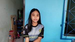 น้ำใจพี่! ตร.สภ.หนองปรือลงขันซื้อชุดนักเรียนใหม่ให้ลูกสาวหมอนวดแผนไทยเมืองพัทยา หลังถูกฉกเกลี้ยง