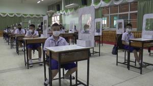 โรงเรียนบุรีรัมย์คุมเข้มเปิดเทอมวันแรก ทั้งตรวจคัดกรอง-เว้นระยะห่าง-ติดฉากกั้น ป้องกันโควิด-19