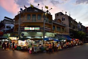 ร้านขายอาหารแถวถนนรามบุตรี