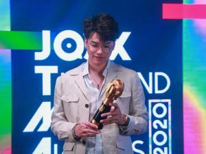"""สรุปผลรางวัล JTMA2020 """"แว่นใหญ่"""" คว้าศิลปินแห่งปี ชมออนไลน์ผ่าน JOOX ยิ่งใหญ่เช่นเคย"""
