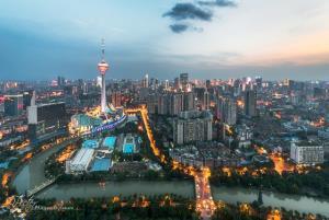 เมืองเฉิงตู มีจีดีพีเพิ่มขึ้นร้อยละ 7.8 ต่อปีเป็น 1.7 ล้านล้านหยวนในปี 2562 อยู่ในอันดับหนึ่งเป็นเวลาหกปีติดต่อกันตั้งแต่ปี 2556