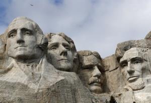 รูปแกะสลักอดีตประธานาธิบดี 4 ท่านที่ภูเขา Rushmore