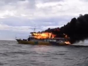 เกิดเหตุเพลิงไหม้เรือนำนักท่องเที่ยวดำน้ำบริเวณทะเลเกาะล้าน จ.ชลบุรี ยังไม่ทราบสาเหตุแน่ชัด