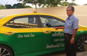 แท็กซี่ใจดีเก็บเงิน 100,000 บาท หลังผู้โดยสารลืมไว้ ติดต่อ ตร.ประสานคืนเจ้าของ