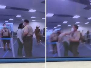 ป่าเถื่อนไม่เลิก! ตร.ผิวขาวต่อยผู้หญิงผิวสีกลางสนามบินสหรัฐฯ (ชมคลิป)