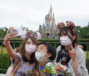 """ญี่ปุ่นยืนยันไม่ใช่ """"โควิดระลอก 2"""" แม้ผู้ติดเชื้อพุ่งเกิน 100 ราย"""