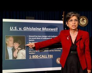 """In Clip: อื้อฉาว! """"เจ้าชายแอนดรูว์"""" ตกที่นั่งลำบาก หลัง """"กิเลน แม็กซ์เวล"""" พระสหายสนิท ถูก FBI จับฐานเป็นแม่เล้าส่งเด็กป้อน """"เอ็พสตีน"""""""