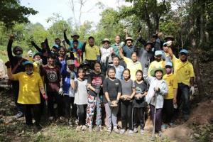 คนในชุมชนที่มาร่วมกิจกรรมมีทั้งผู้นำ และเยาวชนคนรุ่นใหม่ เพราะสิ่งที่สำคัญที่สุด คือ ชุมชนในพื้นที่ตระหนักถึงความรับผิดชอบในการมีส่วนร่วมดูแล อนุรักษ์ และฟื้นฟูผืนป่า