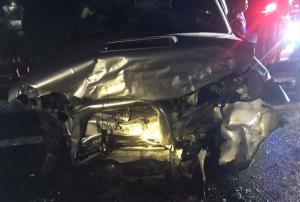 ชนสยอง! กระบะพุ่งอัดเก๋งหงายท้องไฟลุกคลอกคนขับดับติดในรถ 1 ศพ สาหัสอีก 2