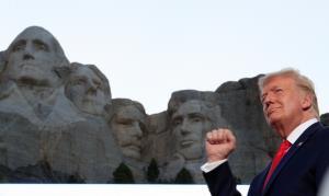 In Pics : 'ทรัมป์' ปราศรัยวันชาติที่ 'เขารัชมอร์' จวกม็อบฝ่ายซ้ายรื้อรูปปั้น 'ทำลายประวัติศาสตร์อเมริกัน'