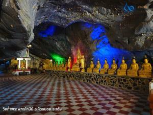 ถวายเทียนพรรษาพร้อมรับฟังพระธรรมเทศนาภายในถ้ำ วัดถ้ำพระพุทธโกษีย์(วัดในเตา) จังหวัดตรัง