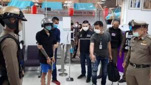 คุมตัวหนุ่มเมียท้อง 5 เดือน ใช้ปืนปลอมจี้ชิงเงินไทยพาณิชย์ ทำแผนรับสารภาพ