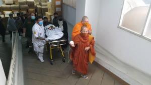 """หลานสาวพร้อมรถร่วมกตัญญูรับศพ """"แม่ปุ๊"""" ออกจาก รพ.เชียงใหม่แล้ว เข้ากรุงเทพฯ ตั้งสวดวัดศรีเอี่ยม"""