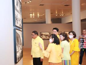 """นิทรรศการ """"ฟิล์มกระจก : เรื่องราวเหนือกาลเวลา"""" คนรุ่นใหม่ศึกษาการพัฒนา ความรุ่งเรืองของไทย"""