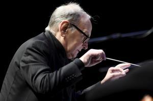 """วงการภาพยนตร์ร่ำไห้ """"เอนนิโอ มอร์ริโคเน"""" นักแต่งเพลงประกอบหนังระดับตำนานสิ้นลมด้วยวัย 91 ปี"""
