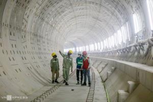 รถไฟฟ้าสายแรกนครโฮจิมินห์สะดุดไม่ต่างฮานอย เหตุโควิดทำวิศวกรนับร้อยเข้าประเทศไม่ได้
