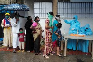 """รพ.เทกซัส """"ล้น"""" รับผู้ป่วยเพิ่มไม่ไหว อินเดียอันดับ 3 ติดเชื้อสูงสุดในโลก"""