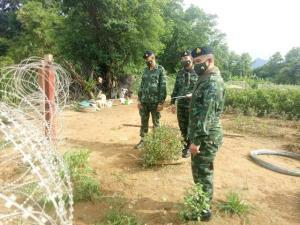 ทหารขึงลวดหนามเพิ่ม ปิดเรียบช่องทาง-ท่าข้ามชายแดนแม่สาย แฉซ้ำผู้นำ-ชาวบ้านรู้เห็นขนต่างด้าวเข้าไทย