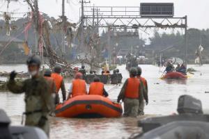 """สลด! ญี่ปุ่นเจอน้ำท่วมหนักตายแล้ว 52 ศพ """"โควิด"""" ทำอพยพลำบาก, คนชรานั่งรถเข็นหนีไม่ทันเสียชีวิตนับสิบ"""