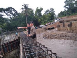 ฝนถล่มน้ำป่าทะลักท่วมทางเบี่ยง ทล.118 ถนนเชียงใหม่-เชียงราย รถผ่านไม่ได้
