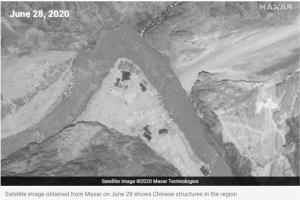 ภาพถ่ายดาวเทียม วันที่ 28 มิถุนายน แสดงให้เห็นโครงสร้างของจีน ตามแนวเส้นแบ่งเขตควบคุมตามความเป็นจริง (Line of Actual Control--LAC)
