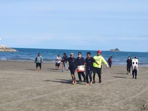 พบแล้วผู้เสียชีวิต 2 รายหลังถูกคลื่นซัดเกยหาดเขาตะเกียบค่ำวานนี้