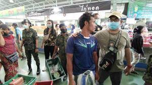 ปทุมธานีจับต่างด้าวพม่าเปิดร้านขายของโดยไม่ได้รับอนุญาต