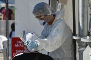 """สถานทูตกล่าวในคำเตือนประชาชนจีนในประเทศคาซัคสถาน """" อัตราการเสียชีวิตของโรคนี้สูงกว่าโรคโควิด-19 มาก หน่วยงานด้านสุขภาพของประเทศกำลังทำการวิจัยเปรียบเทียบกับไวรัสปอดอักเสบ (ภาพรอยเตอร์ส์)"""