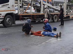 ระทึก! รถ จยย.ชนท้ายกันบนถนนฝั่งขาออกเมืองหาดใหญ่ คนขับลื่นไถลกลิ้งบนถนนเจ็บคู่