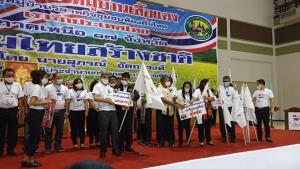 """""""แรมโบ้"""" ขึ้นเหนือรับคืนป้ายหมู่บ้านเสื้อแดง สู่หมู่บ้านวิสาหกิจชุมชนท้องถิ่น เรารักประเทศไทย"""