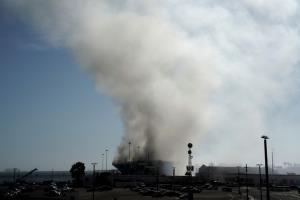 ระทึก! ไฟไหม้เรือรบสหรัฐฯ ที่จอดซ่อมใน 'แซนดีเอโก' มีผู้บาดเจ็บ 21 ราย (ชมคลิป)