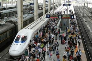 อัตราการเดินทางโดยรถไฟในจีนช่วงครึ่งปีแรก ร่วงกว่า 53 เปอร์เซนต์