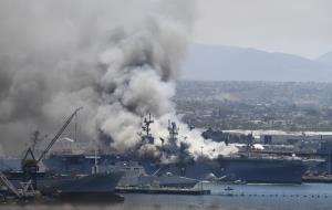 เรือรบมะกันไฟไหม้-ระเบิดคาฐานทัพ เจ็บกว่า 20 ราย เร่งสอบสวนหาสาเหตุ