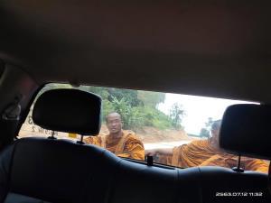 สุดทน! สาวโพสต์ประจาน ชายแต่งกายคล้ายพระสงฆ์ โบกรถหาเงินริมถนนใน จ.เชียงราย