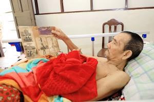 สุดซึ้งใจ! พ่อเฒ่าป่วยติดเตียงอดีตพลทหาร ขอบคุณกองทัพเรือมอบบ้านสวยที่สุดในชีวิต