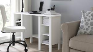 โต๊ะเข้ามุม รุ่น BRUSALI ปรับชั้นวางของได้ ขนาด 120x73 ซม.