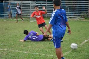 หนุ่มใหญ่ใจบุญถมพื้นนา 7 ไร่ ทำสนามฟุตบอล 3 สนาม ให้ชาวบ้านเล่นฟรี