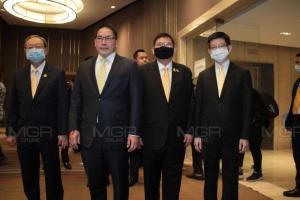 กลุ่มสี่กุมาร (จากซ้าย) : นายสนธิรัตน์ สนธิจิรวงศ์ นายอุตตม สาวนายน นายสุวิทย์ เมษินทรีย์ และ นายกอบศักดิ์ ภูตระกูล