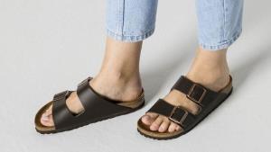 ชี้เป้า! รองเท้าเบอร์เคนสต๊อกรุ่นล่าสุด และรุ่นเอ็กซ์คลูซีฟที่ชอปได้บนออนไลน์เท่านั้น