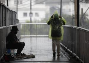 ฝนต่อเนื่องทั่วไทย! เตือน อีสาน-กลาง-ตะวันออก ฝนตกหนักบางแห่ง-ระวังอันตราย กทม.ชุ่มฉ่ำร้อยละ 40