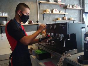 """Cafe 5002"" ร้านกาแฟในค่ายทหารที่สตูล ดึงพลทหารเป็นบาริสต้าสร้างอาชีพในอนาคต"