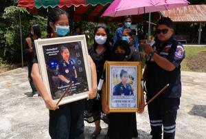 สุดเศร้า! เผาแล้วสาวกู้ภัยท้อง 4 เดือนถูกกระบะชนดับ 4 ศพ กู้ภัยสว่างทั่วประเทศร่วมส่งดวงวิญญาณ