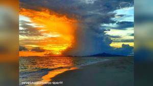 """อุทยานฯ อวดภาพบรรยากาศยามเช้าของ """"เกาะไม้ไผ่"""" กระบี่ สวยงามมาก"""