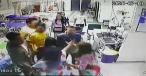 รวบแล้ว 11 โจ๋ ยกพวกตีกันในโรงพยาบาล ชกหมอ-พยาบาล ทำร้ายเจ้าหน้าที่ อ่วมโดน 3 ข้อหาหนัก
