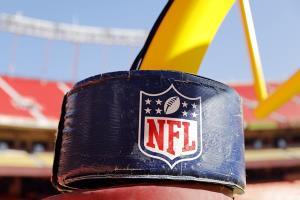 """""""มาโฮมส์"""" ร้อง NFL ออกคู่มือต้านโควิด """"บรีส์"""" ขู่งดแข่งฤดูกาล 2020"""