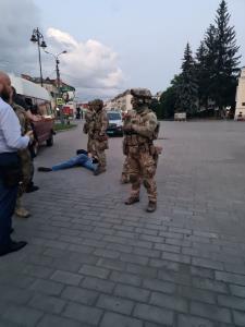 ข้อเรียกร้องแสนประหลาด! คนร้ายพกระเบิดยึดรถบัสในยูเครนยอมจำนน ยุติวิกฤตจับตัวประกันนานหลาย ชม.