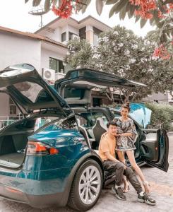 """""""บูบี-วารีนิธิ กันท์ไพบูลย์"""" กรี๊ดทรีไทม์ แฟนหนุ่มถอยรถ """"Tesla Model X"""" เซอร์ไพรส์!"""