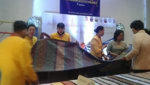 เมืองน้ำดำเปิดตลาดโอทอปผ้าไทย NEW NORMAL กระตุ้นเศรษฐกิจชุมชน